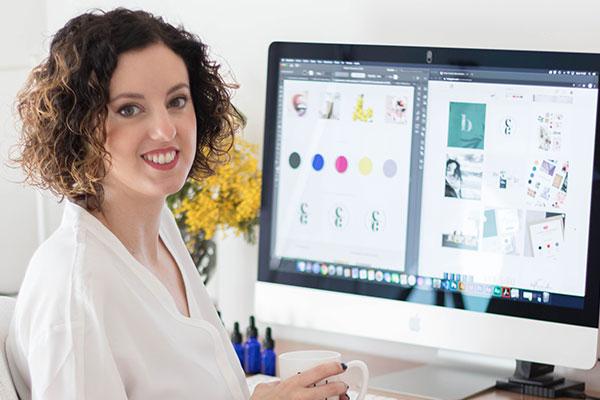Esther Canales - Especialista en diseño de marca e identidad visual sector belleza